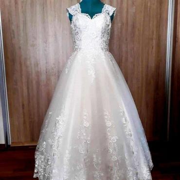 3. miesto za svadobné šaty získala štvornásobná maminka Lýdia