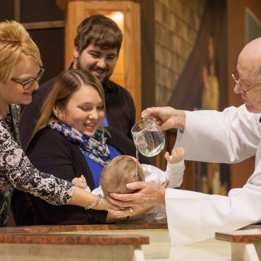Chystáte krst a hľadáte košieľku so sviečkou?