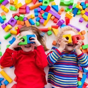 3 nápady na domáce montessori hračky, ktoré zaručene zabavia vaše deti
