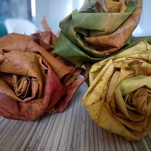 Jesenné dekorácie:ruže z farebných listov