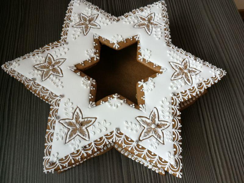 Vianočná medovnikova hviezda