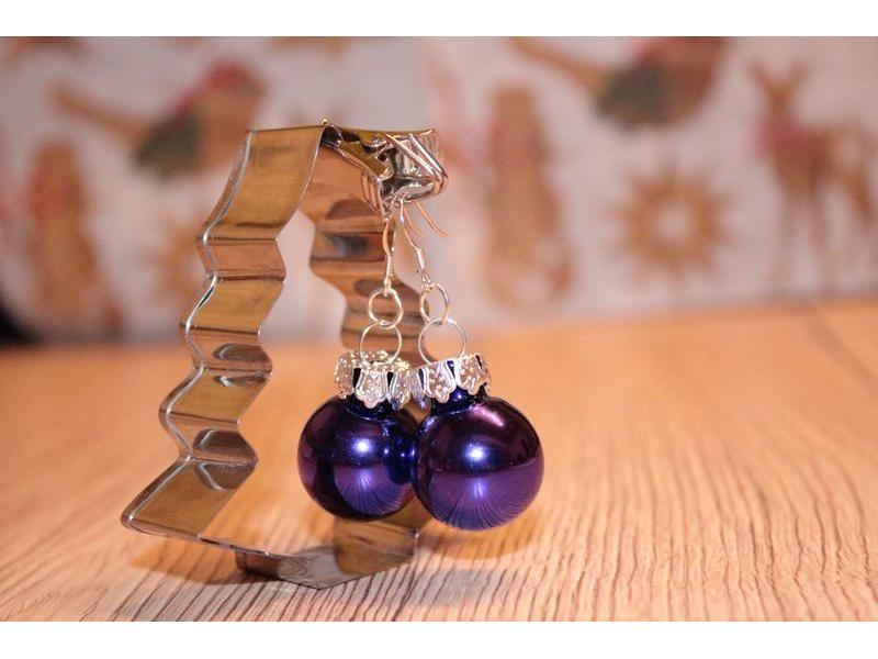 Vianočné náušnice - fialové (lesklé)