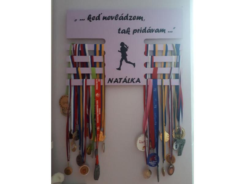 Vešiak na medaily