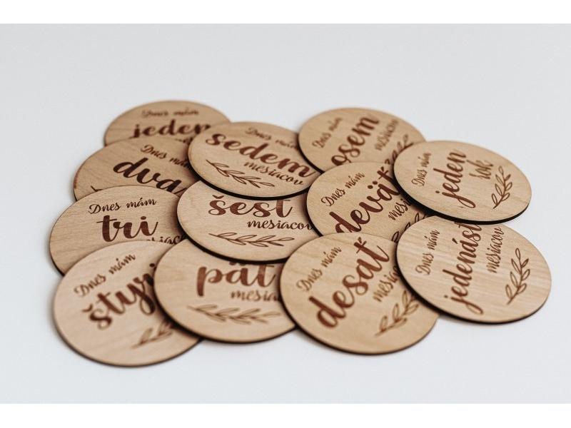 Drevené mílnikové kartičky