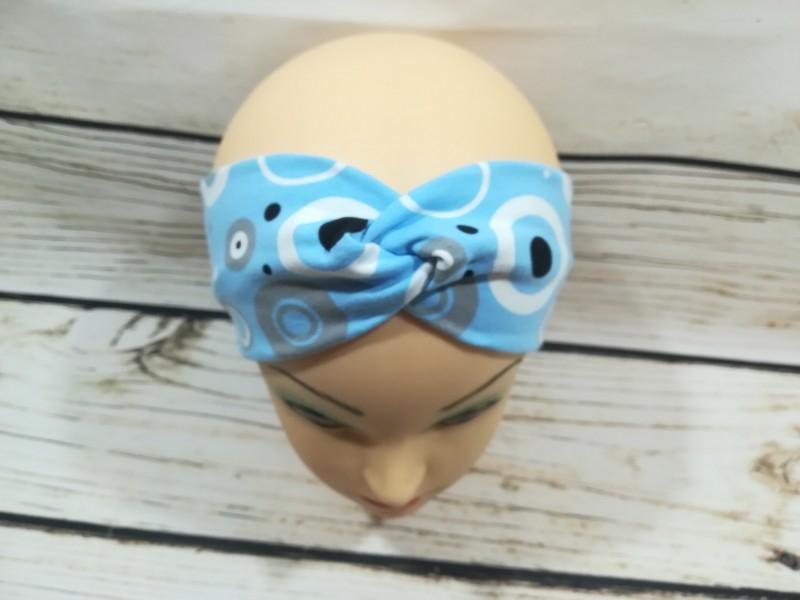 modrá čelenka