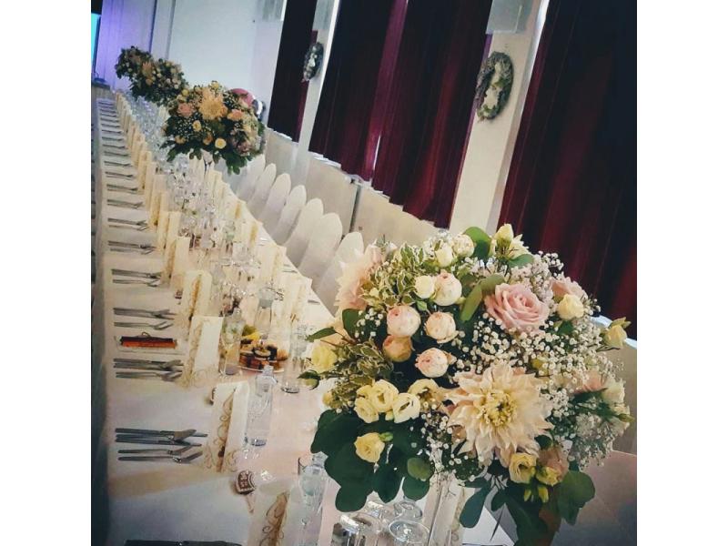 Kvetinová výzdoba - svadba