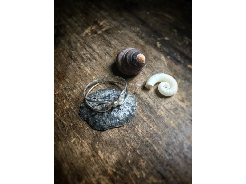 Strieborný prsteň s guličkou