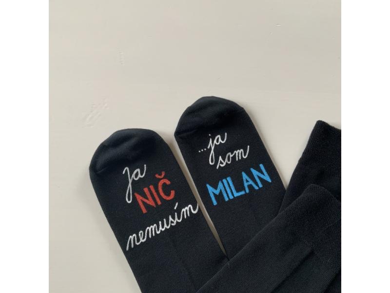 """Maľované tmavomodré ponožky s nápisom: """"Ja NIČ nemusím / ... ja som MENO"""""""