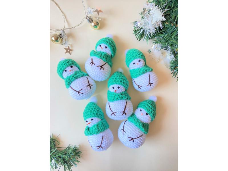 Snehuliak v zelenom/ tyrkysovom klobúku