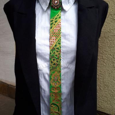 Princezná na hrášku-maľovaná a vyšívaná dámska kravata