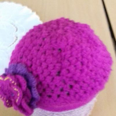 Hackovana damska baretka