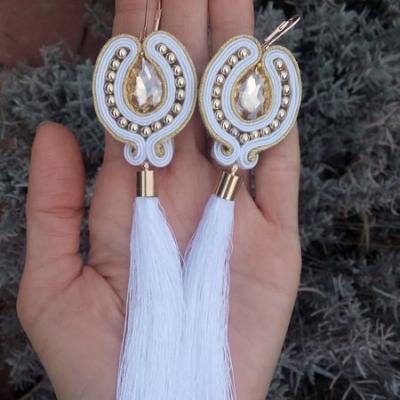 Náušničky s dlhým strapcom biele