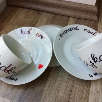 Šálky s tanierikom