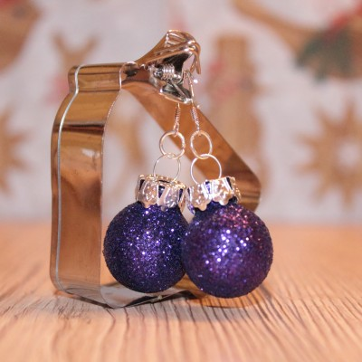 Vianočné náušnice - fialové (trblietavé)