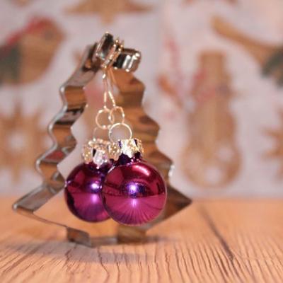 Vianočné náušnice - tmavoružové (lesklé)