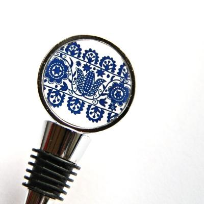 zátka na fľašu s folklórnym motívom