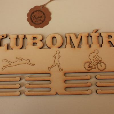 Vešiak na medaile - triatlon