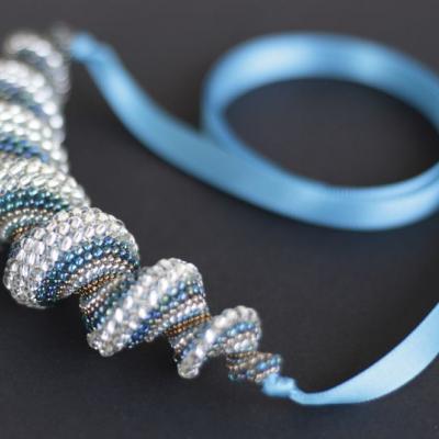 Tyrkysovo-zlatý náhrdelník