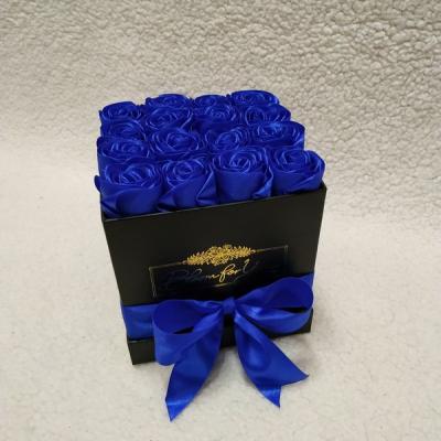 Flowerbox s ružami zo saténovej stuhy velkosť