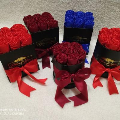 Flowerbox s ružami zo saténovej stuhy velkosť ,,S