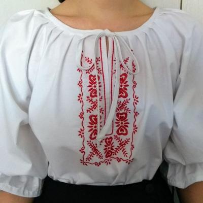 Dámska folklórna blúzka.