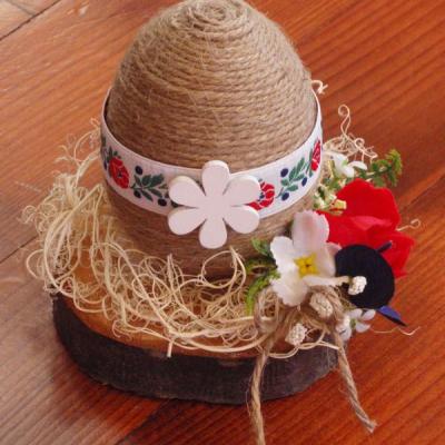 Folklórne vajíčko na dreve