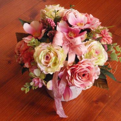 Vintage kvetinová dekorácia s mašlou