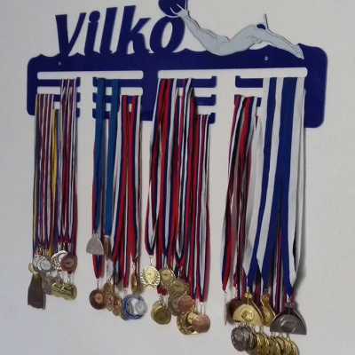 Vešiak na medaily - plexisklo alebo drevená preglejka