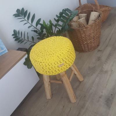 Háčkovaný taburet