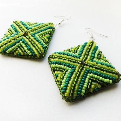 Zelené štvorcové šité náušnice