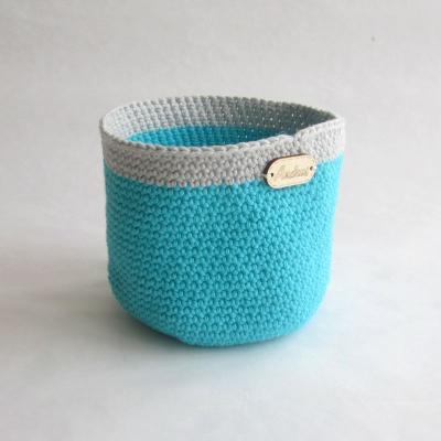 Háčkovaný košíček zelenkavo sivý