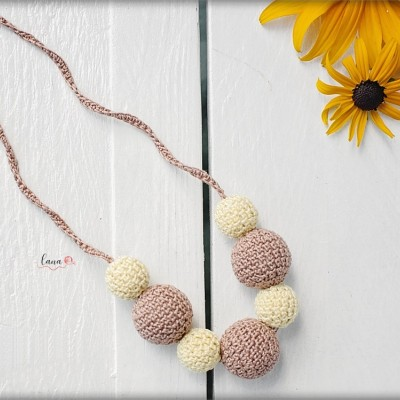 Karamel - háčkovaný náhrdelník