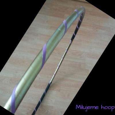 Obruč na hooping zlato-černo-fialová 90 cm