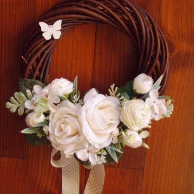 Tmavý veniec s ivory ružami s mašľom 23cm