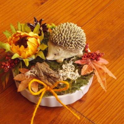 Jesenná dekorácia s ježkom v keramike