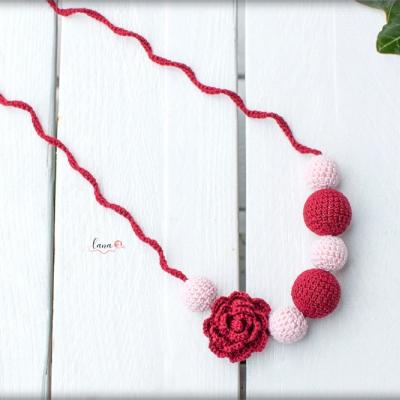 Ruža - háčkovaný náhrdelník