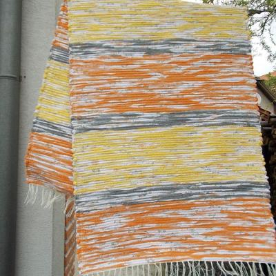 oranžovo žlto melírový koberec