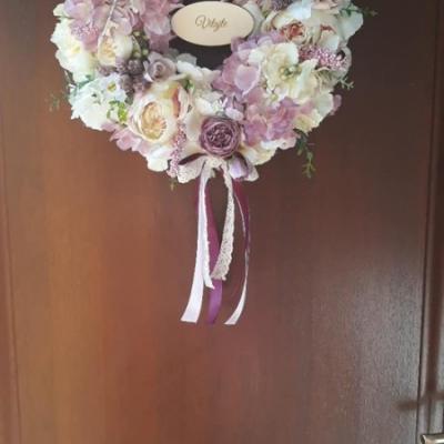 Romantický veniec na dvere