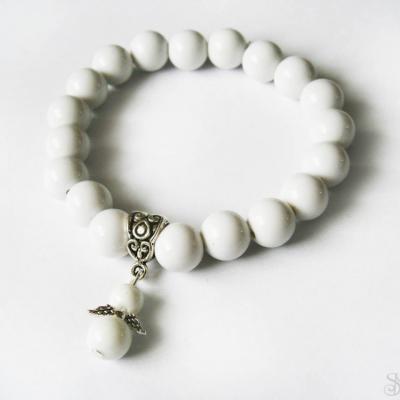Biely korálkový náramok na gumičke s anjelom