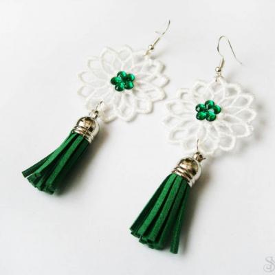 Elegantné zelené čipkované náušnice so strapcami a kamienkami