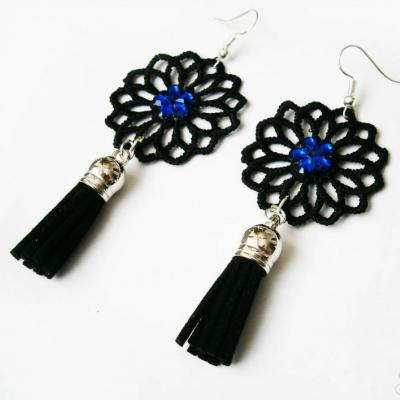 Elegantné modré čipkované náušnice so strapcami a kamienkami