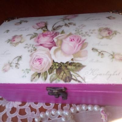 Ružová šperkovnica vintage