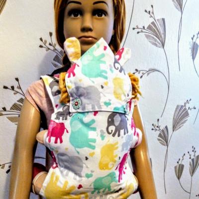 Detský nosič s kapucňou pre bábiky/plyšákov
