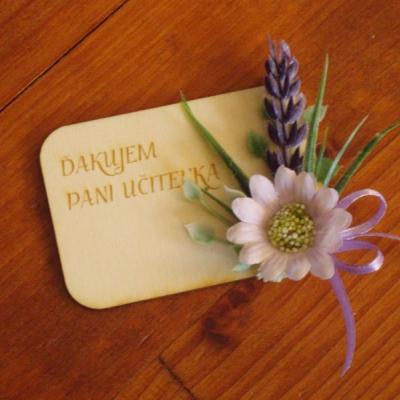 Drevená kvetinová magnetka s levanduľou
