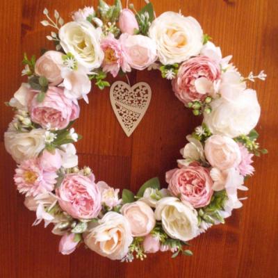 Veniec s pivonkami, ružami v ružovej farbe 33cm