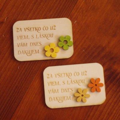 Drevené magnetky s farebnými kvietkami