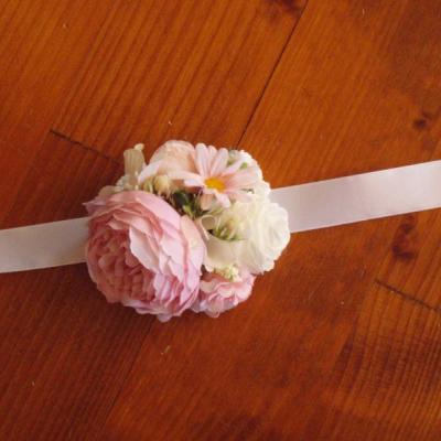 Ružovo-biely väčší náramok