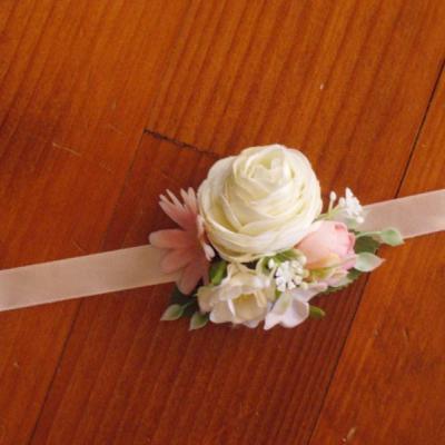Ružovoo-biely menší náramok