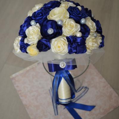 Svadobná kytica v kráľovskej modrej