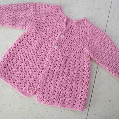 Háčkované svetríky pre detičky do 2 rokov